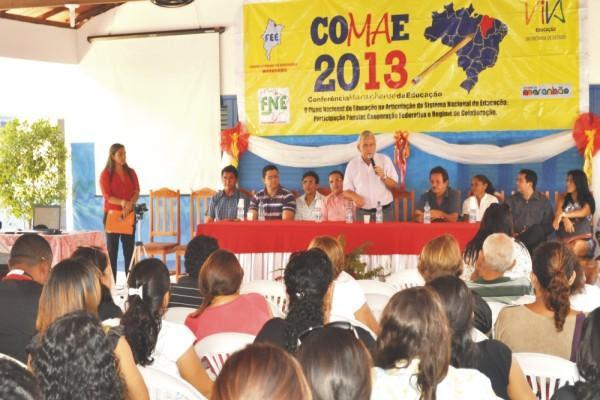 Secretário Pedro Fernandes fala aos participantes da Conferência de Educação em Tutóia Foto/Lauro Vasconcelos