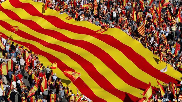 Spanien - Demonstrationen für die Einheit von Spanien und Katalonien in Barcelona (Reuters/Y. Herman)