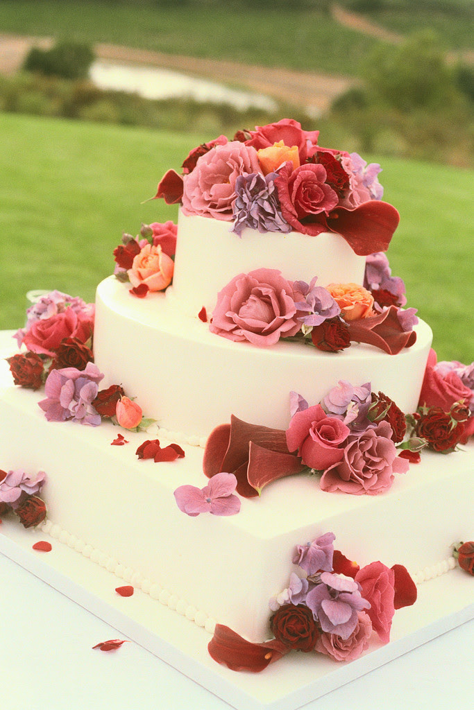 square wedding cakes with flowers. fresh flowers, square