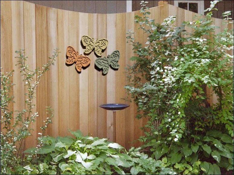 Outdoor Fence Decorations Ideas - HomesFeed