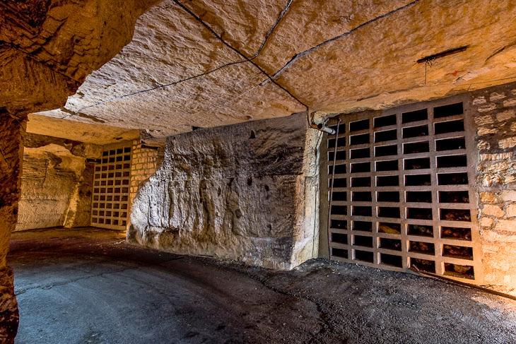 File:Anti walls breath in the underground bunker of NATO.jpg
