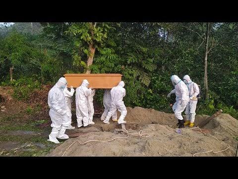 Pemakaman Secara Protokol Covid-19 di Pekon Sebarus Kecamatan Balik Bukit, Rabu, 21 April 2021