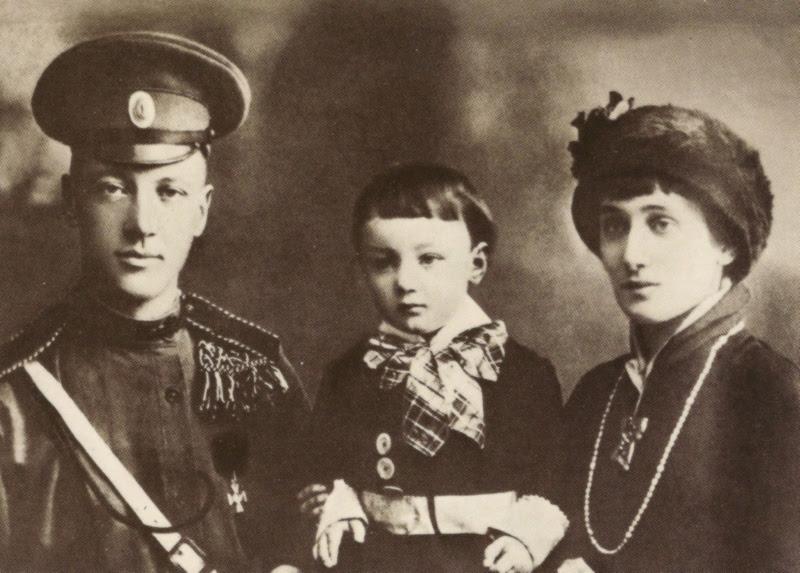 File:Ахматова Н.Гумилев Л.Гумилев.jpg