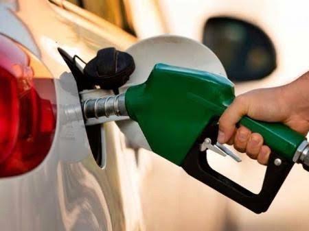 Gasolina sobe de novo e já flerta com marca de R$ 6 no Ceará; veja preços