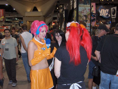 Live from the Con, it's Space Channel Five!