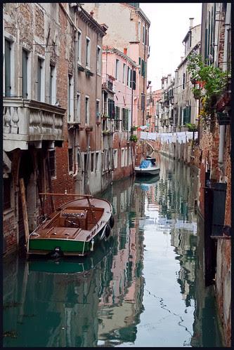 spiegeling in Venetië by hans van egdom