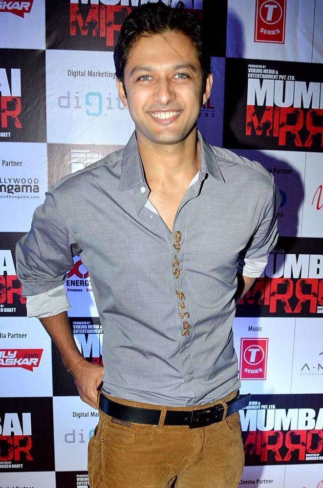 Vatsal Sheth Smiling Pose For Camera At Mumbai Mirror Screening