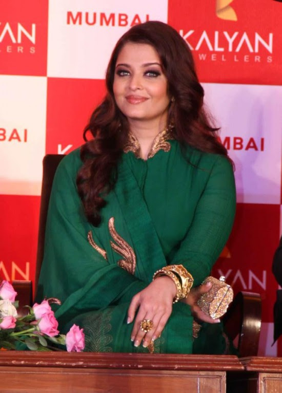 Aishwarya-Rai-At-Bachchan-Launch-Kalyan-Jewellers-Store-Opening-Pictures-Photos-