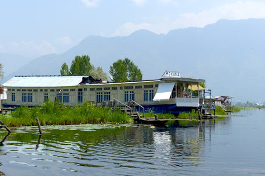 Living in a houseboat on dal lake kashmir