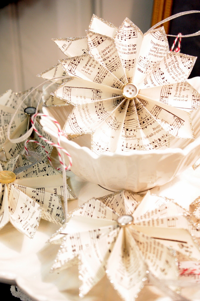 These sheet music pinwheels offer a Victorian touch to the table. They