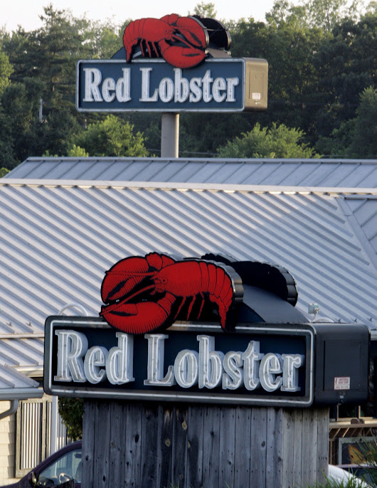 Elderly Houston-area woman sues Red Lobster after getting drunk, breaking hip