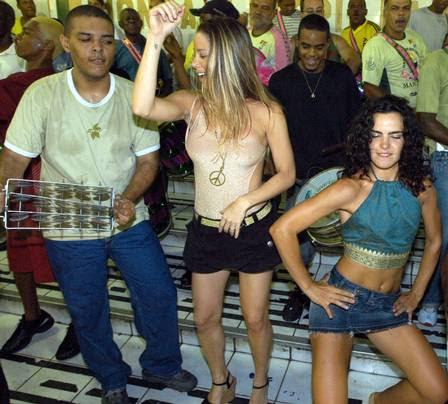 Danielle Winnits e Ana Paula Arósio no ensaio da Mangueira, em 2007.
