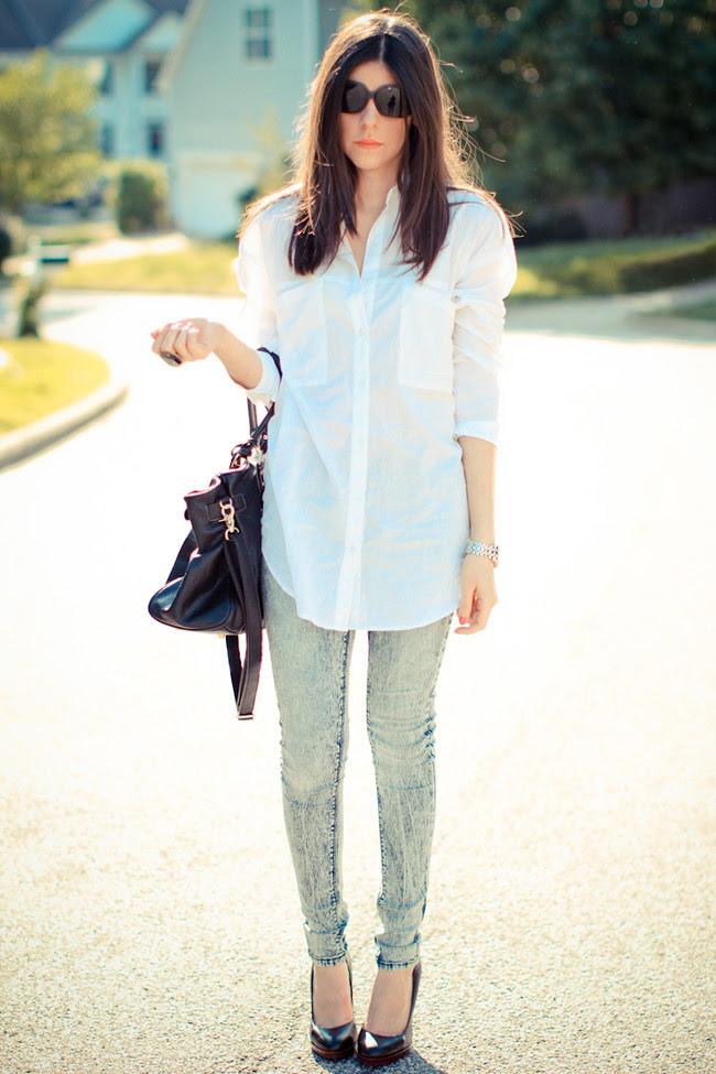 BDG Skinny Jeans Urban Outfitters, Asos white blouse, Nine West pumps, Paddington bag, Halston sunglasses