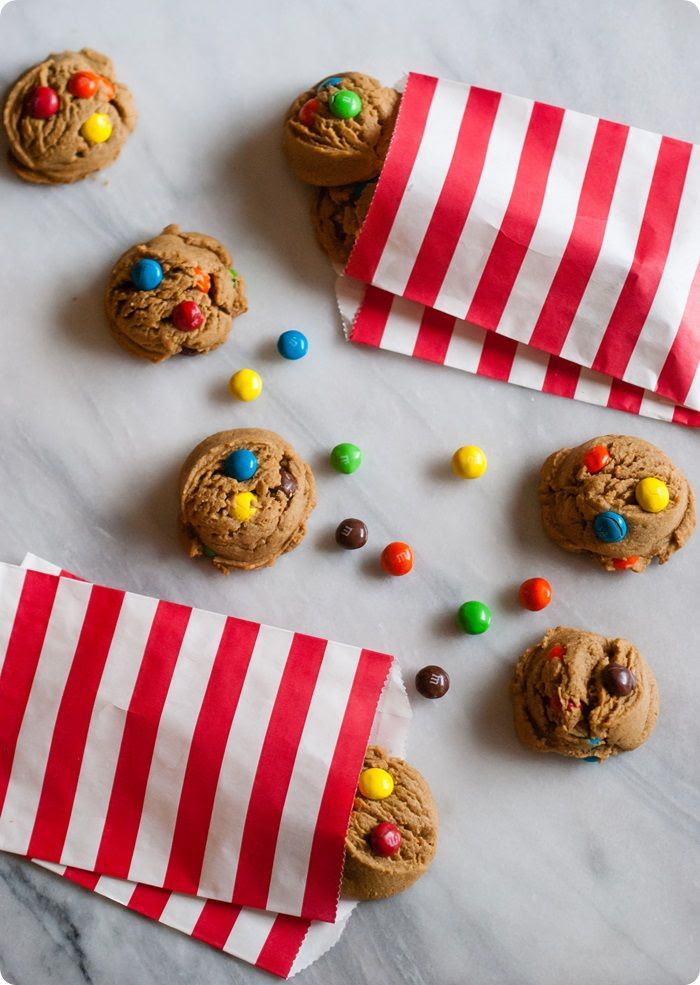 the puffiest, fluffiest peanut butter M&M cookies! ♥ bakeat350.net