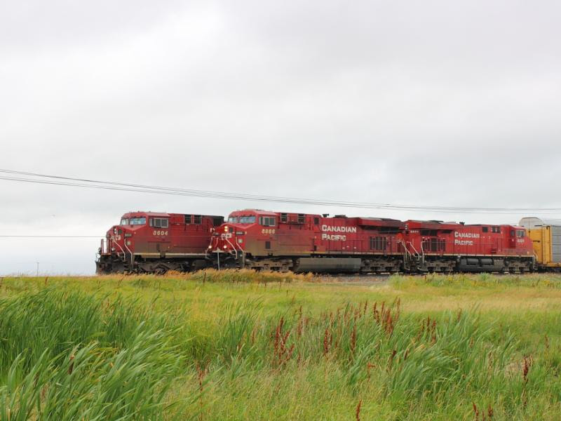 CP 8866 passes CP 8604 in Belle Plaine