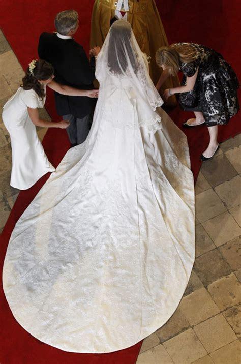 Kate Middleton visits wedding dressmakers   HELLO!
