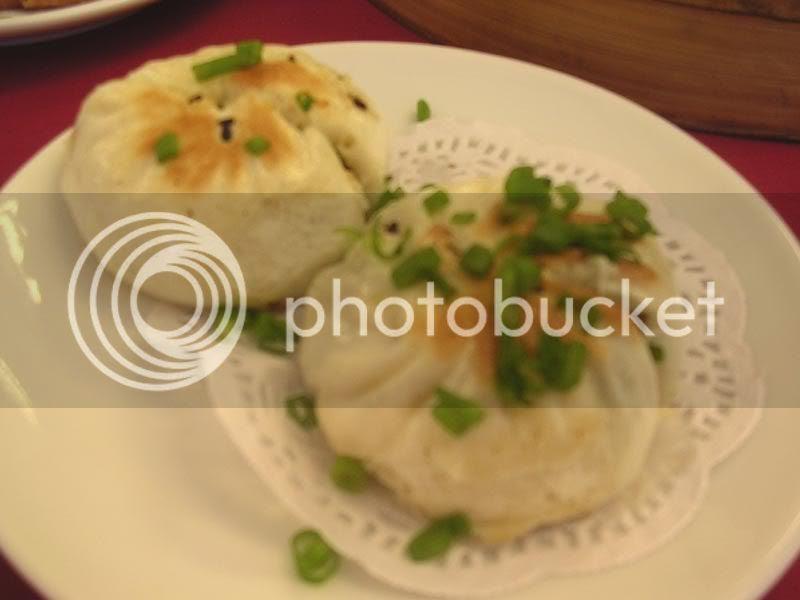生煎菜肉包 (Shanghai's Panfried Bun)