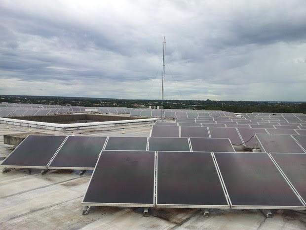 Placas fotovoltaicas instaladas no telhado da embaixada italiana em Brasília (Foto: Embaixada da Itália)