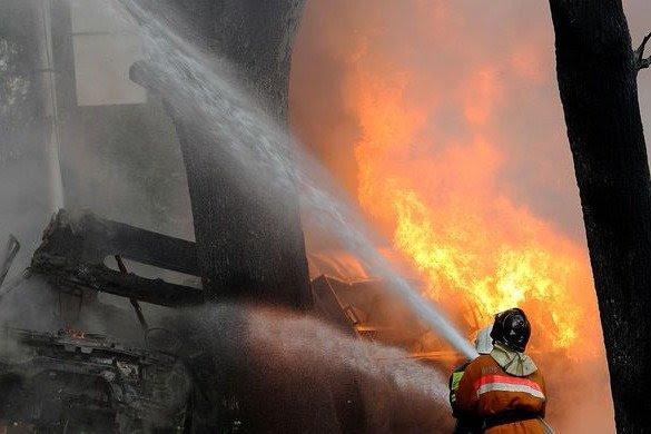 Həyət evində dəhşətli yanğın: 3 uşaq yanaraq öldü