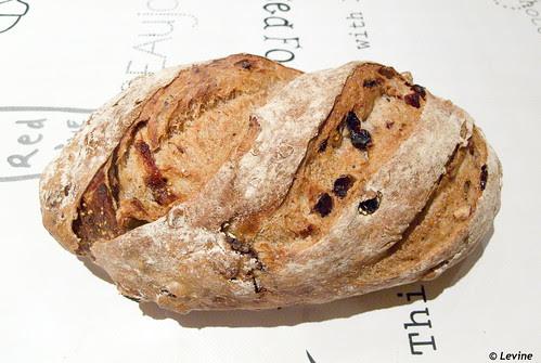 Zuurdesembrood met rozijnen, vijgen, pecannoten, hazelnoten en koekkruiden-2@