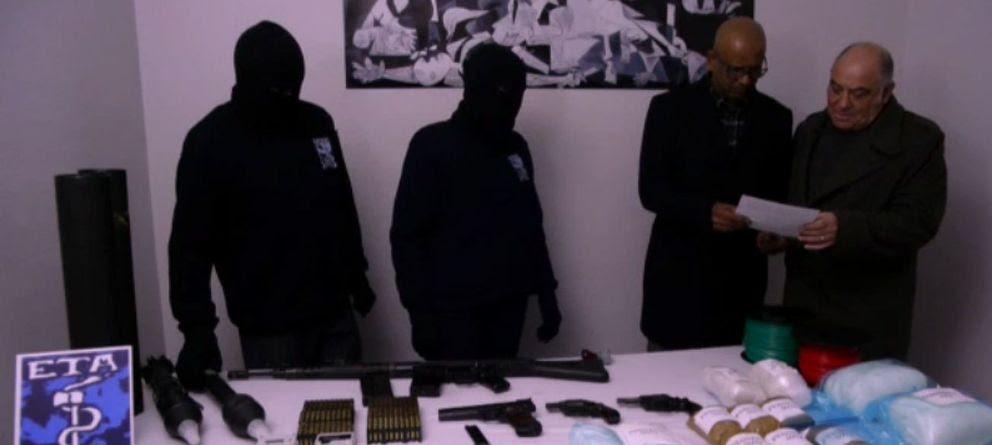 Foto: ETA entrega una muestra simbólica de sus armas y condiciona el resto a cesiones