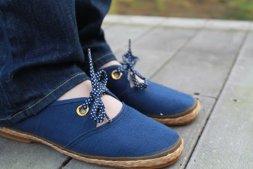 Rope-sole canvass shoes with polka dot ties