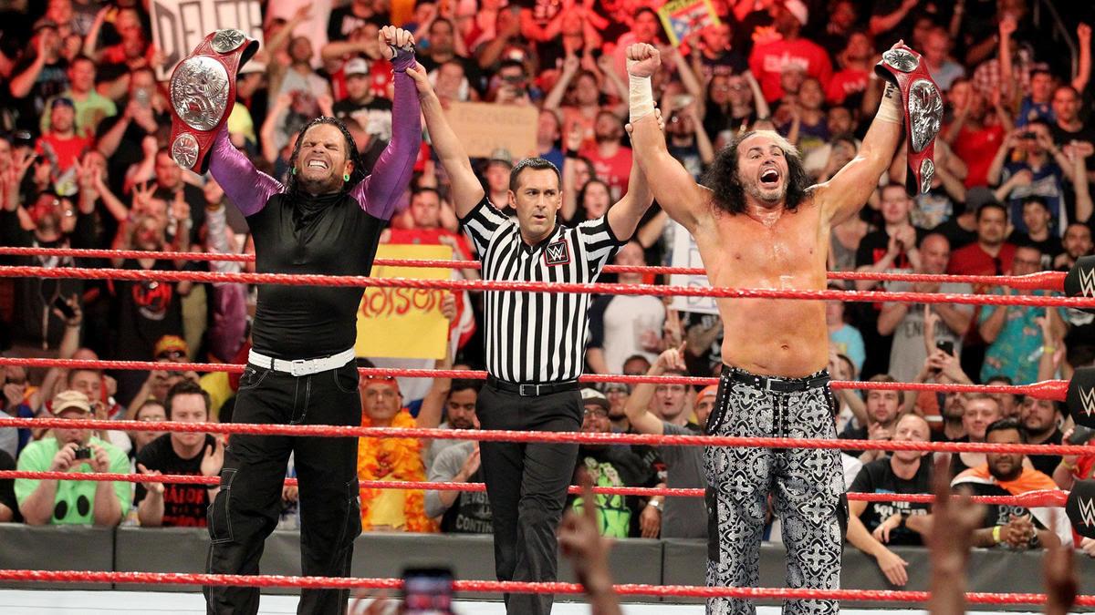 Jeff & Matt retain the Raw Tag Team Titles.