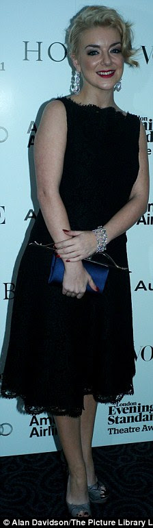 http://i.dailymail.co.uk/i/pix/2011/11/21/article-2064090-0EE0C7A400000578-883_224x771.jpg