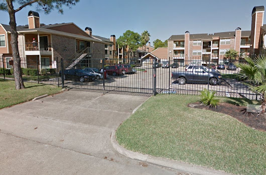 Suspect assaults officers, becomes barricaded in northwest Houston apartment - Houston Chronicle