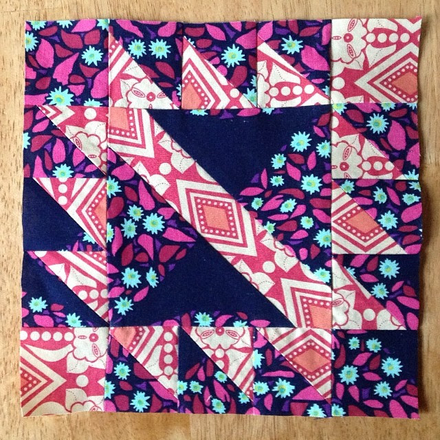 Catching up on pictures before I start making some more blocks today. Old Indian Trail #ponyclubquilt #annamariahorner
