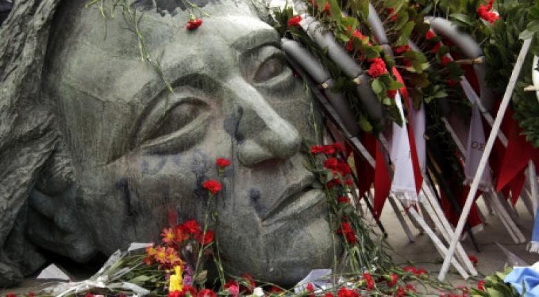 Οι νεκροί του Πολυτεχνείου: Αριθμοί, ονόματα και διευθύνσεις πέρα από κάθε αμφισβήτηση - Κεντρική Εικόνα