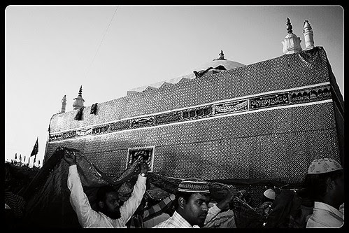 Dam Madar Beda Par ,,, Holy Shrine Of Zinda Madar Shah Makanpur by firoze shakir photographerno1