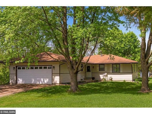 5451 Pinewood Dr - Carver, MN