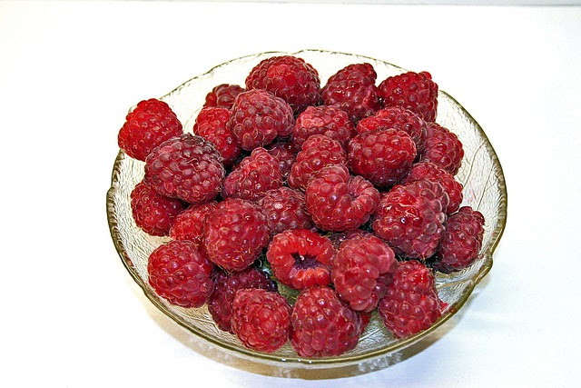 http://pixabay.com/static/uploads/photo/2010/12/10/08/raspberries-1116_640.jpg
