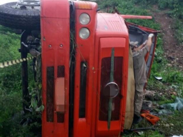 Segundo a PRF, motorista morreu no local do acidente (Foto: Divulgação/ PRF)