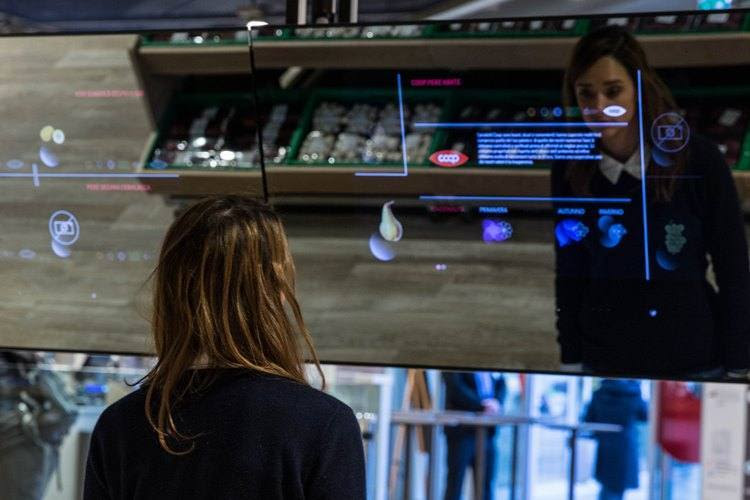coop-store-of-the-future-milan-information-screens