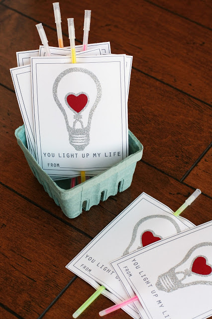 Valentine Printable with glowsticks @michellepaigeblogs.com