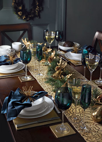 Christmas tables: Blue and gold table