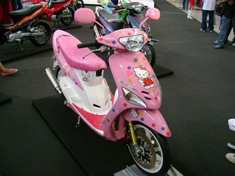 modif skotlet  kitty bikin motor tambah pretty