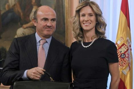 Garmendia y Luis de Guindos, en el traspaso de la cartera del Ministerio de Ciencia. | Efe