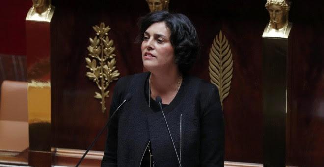 La ministra de Trabajo francesa, Myriam El Khomri, ofreciendo su discurso de apertura en el debate de la reforma laboral en la Asamblea Nacional en París, Francia. REUTERS/Philippe Wojazer