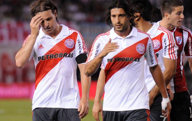 Néstor Sívori, furioso con Almeyda por las bajas de Cavenaghi y Domínguez