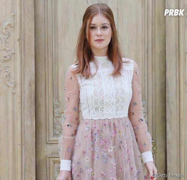 Marina Ruy Barbosa escolhe look fofo para o desfile da grife Valentino em Paris, na França