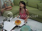 美燕开始蛋糕仪式 ^^