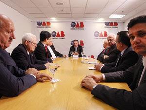 Entidades e senadores reuniram-se na OAB para propor medidas anti-corrupção (Foto: André Coelho / Agência O Globo)