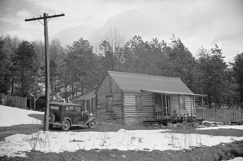 http://daysgoneby.me/wp-content/uploads/2014/09/Mountain-farmhouse-Appalachian-mountains-by-Carl-Mydans2-1935-e1410818498716.jpg