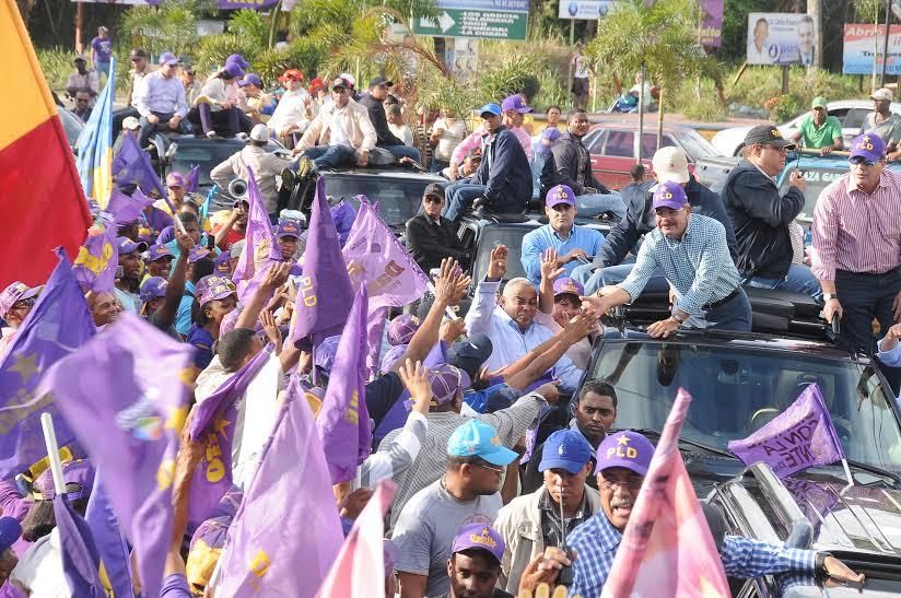 Danilo Medina encabezó caravana en Los Alcarrizos y Pedro Brand
