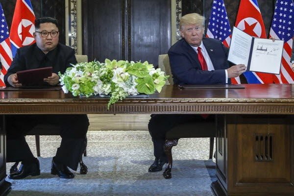 """川普金正恩在新加坡签署""""美朝联合声明"""" AP Photo/Evan Vucci"""