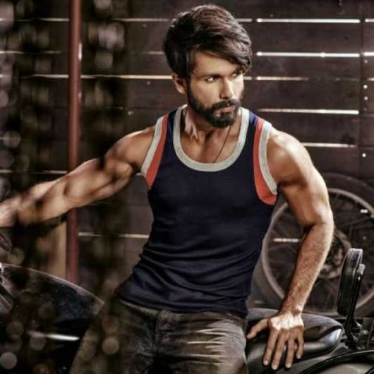 Shahid Kapoor flaunts his toned muscles in this new shirtless look