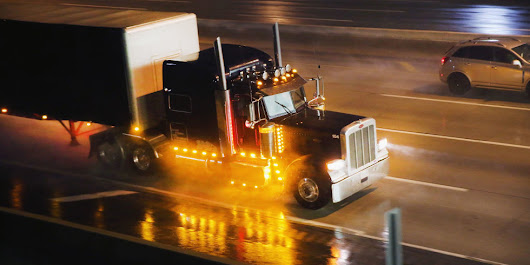 Feds Propose Limiting All Big Rigs to 68 Mph